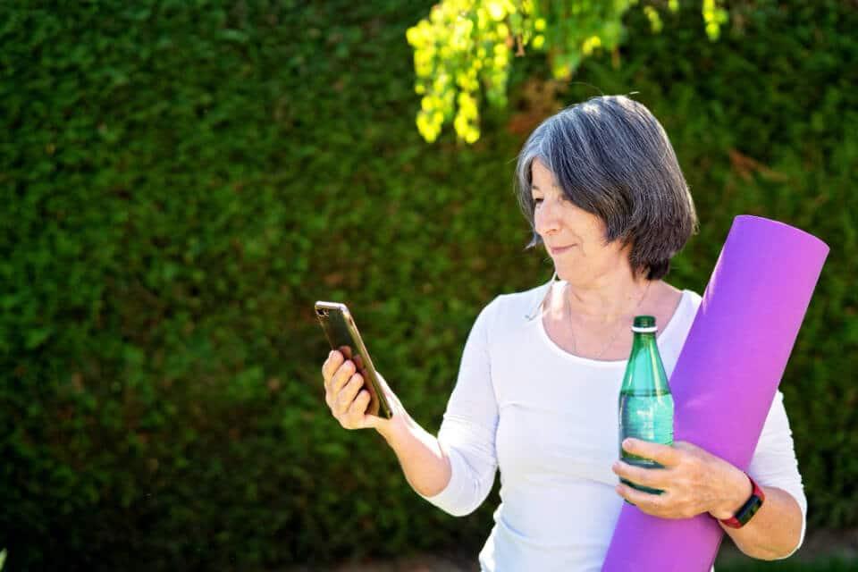 AVIVA-Woman-On-Phone